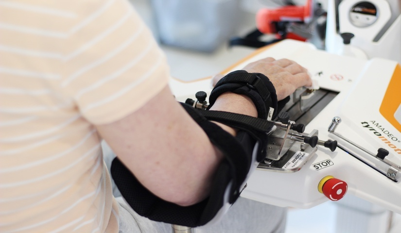 Robotically assisted therapy for hands and fingers
